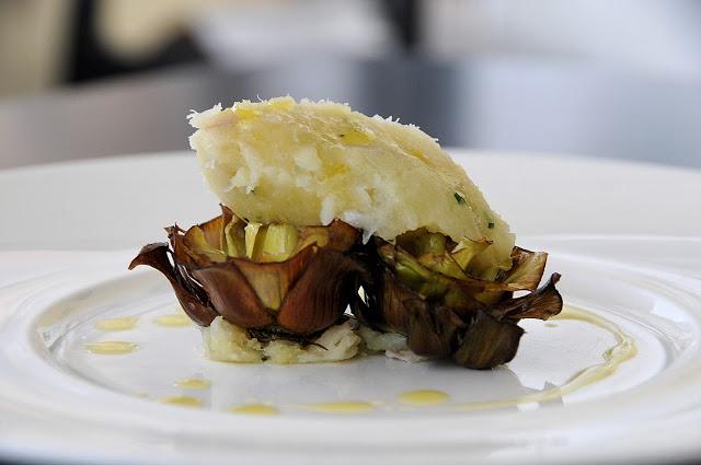 Baccalà mantecato con carciofi fritti